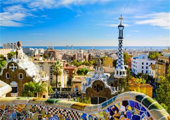 Fast Track Guided Tour to Sagrada Familia with Towers & Park Guell