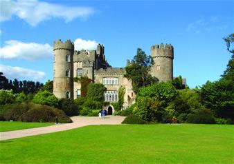 Half-Day Tour of Malahide Castle and Howth in Dublin