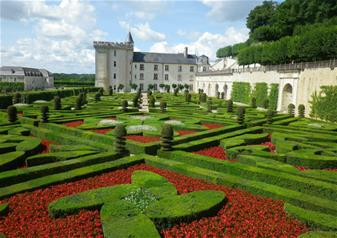 Chateaux & Wines of the Loire Valley and Overnight Stay in 4-star Hotel L'Univers in Loire Valley