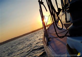 2-Hour Signature Sunset Sailing Tour in San Diego