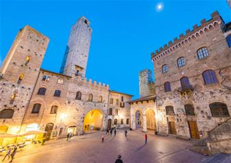 Sunset Tour of San Gimignano and Chianti Wine with Dinner
