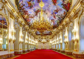Schönbrunn Palace Tour & Concert from Vienna