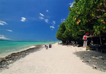 Tour of Kondoi Beach at Taketomi Island with Ferry Transfers